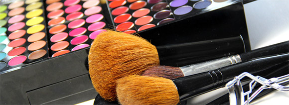 Make-up im Salon oder mobil